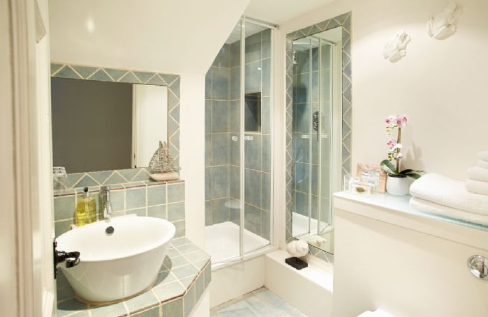 Upper ground floor: Shower room with power shower and wc
