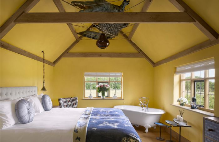 Cabin bedroom with feature bath in bedroom and en-suite wc and basin