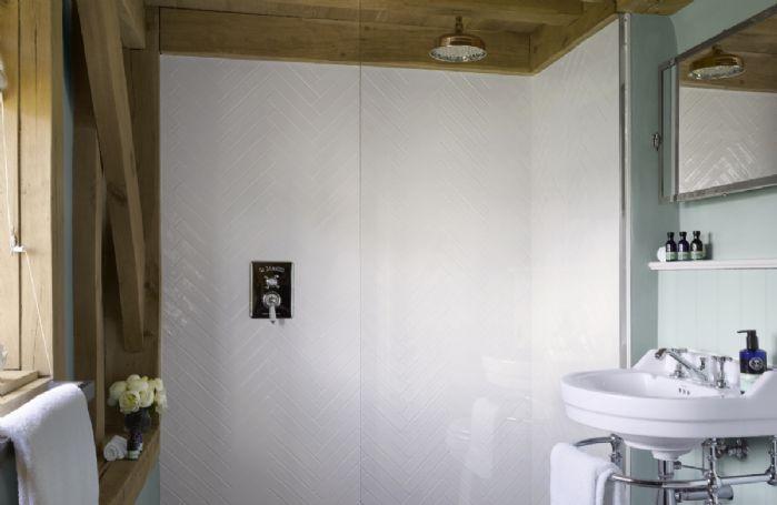 Ground floor: En-suite shower room