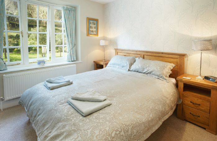 First floor: King size bedroom (5' bed) with en-suite bathroom
