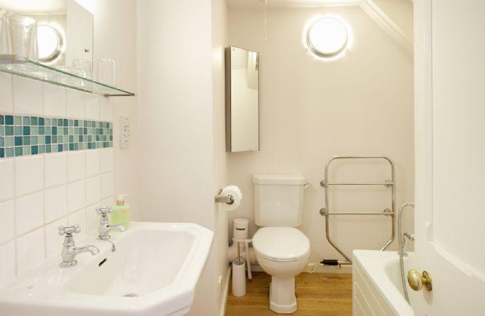 First floor:  En-suite bathroom to the double bedroom