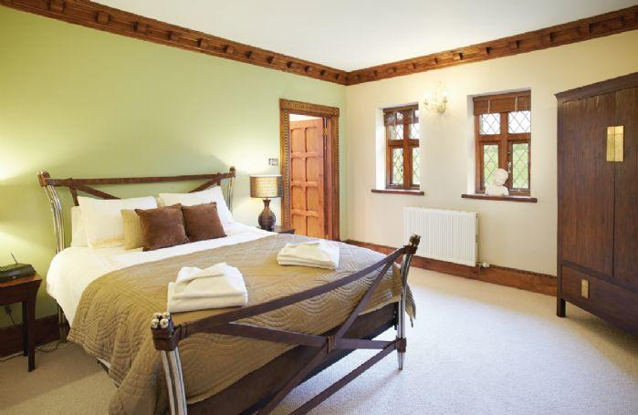 Lower ground floor:  Double bedroom with 5' bed