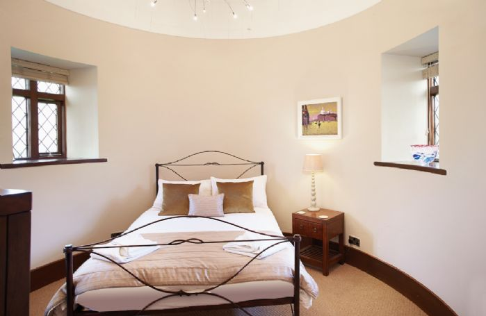 Tower first floor:  Circular double bedroom with 4'6 bed
