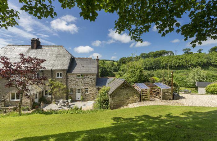 Gravel driveway into Bittadon Cottage