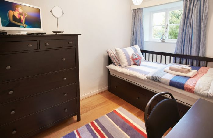 Ground floor: Study with 3' single bed