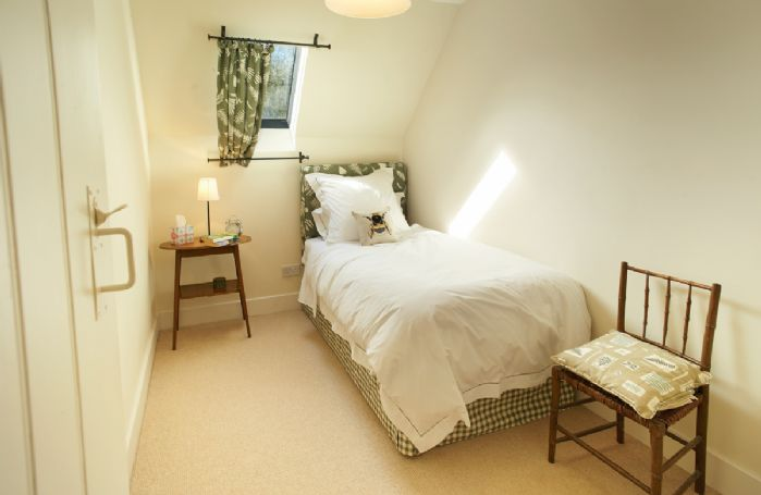 First floor: Pretty single bedroom with 3' single bed