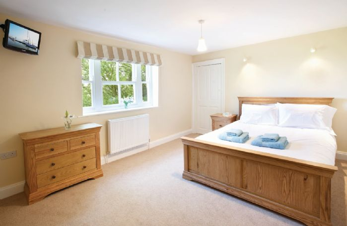First floor: Master bedroom with 6' sleigh bed and large en-suite bathroom with shower and separate Victorian style bath