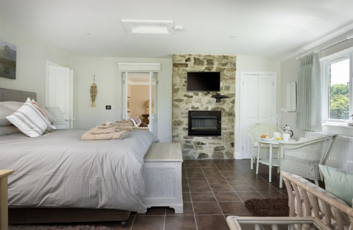 Ground floor: Open plan double bedroom and sitting area
