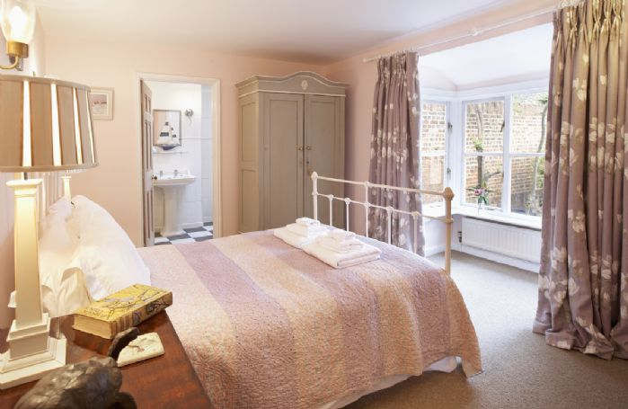 Ground floor: Double bedroom with a 4'6 bed and en-suite bathroom with shower over the bath