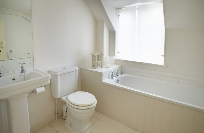 Second floor: En-suite bathroom and wc