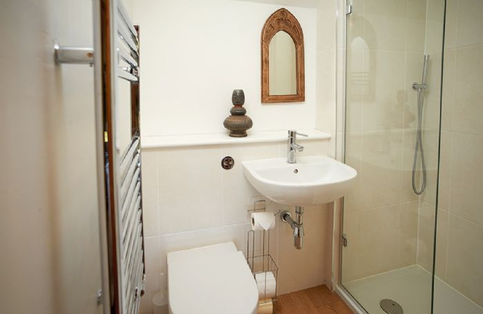 First floor: En-suite shower room with wc
