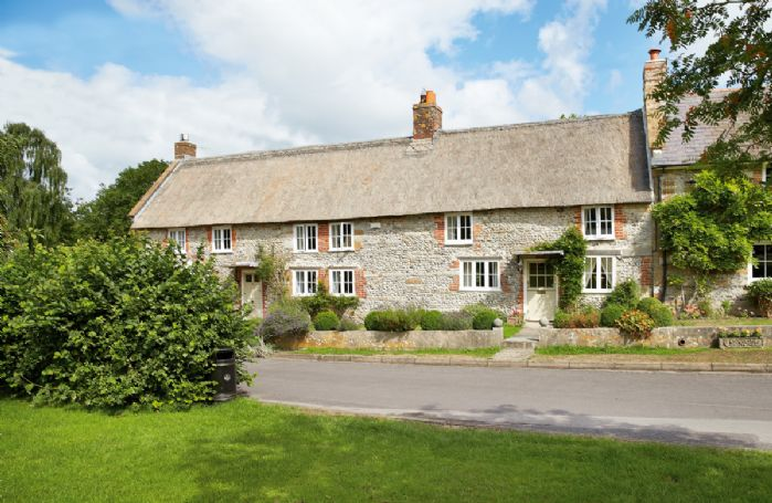 Peppard Cottage is a Grade II listed thatched holiday cottage, providing accommodation for 6 guests with charming original features