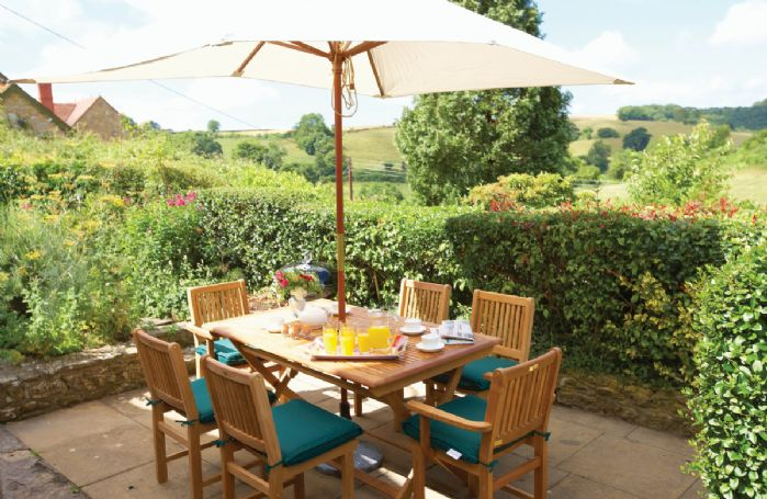 Enclosed garden with garden furniture and barbecue