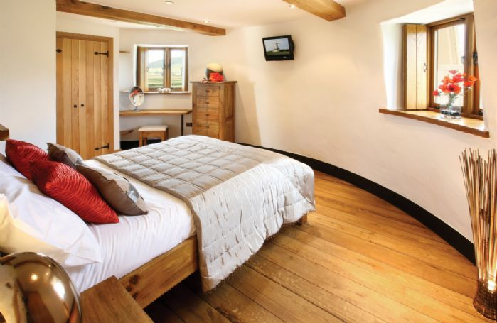 Tower third floor: Double bedroom with 4'6 bed