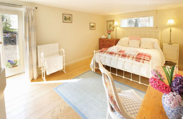 Ground floor: Double bedroom with 5' bed