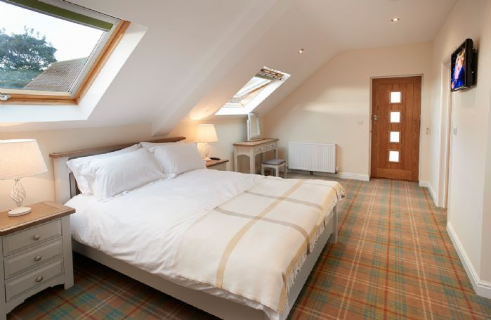 First floor: Master bedroom with 5' bed and en-suite bathroom