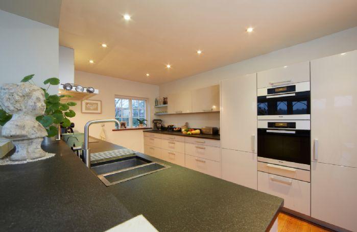 Ground floor:  Kitchen/breakfast room