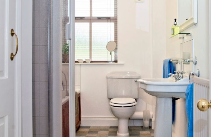 En-suite bathroom with separate shower cubicle