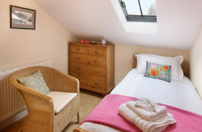 Damson Cottage:  First floor: Single bedroom with 3' bed