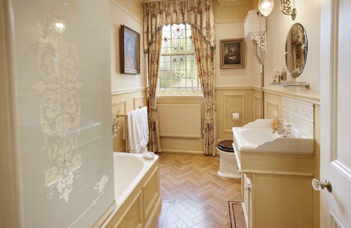 First floor: En suite bathroom