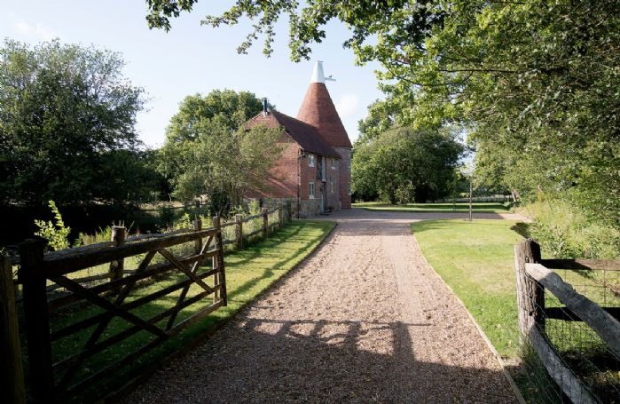 The approach to Bakers Farm Oast