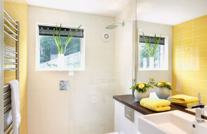 First floor: Wet room with wc