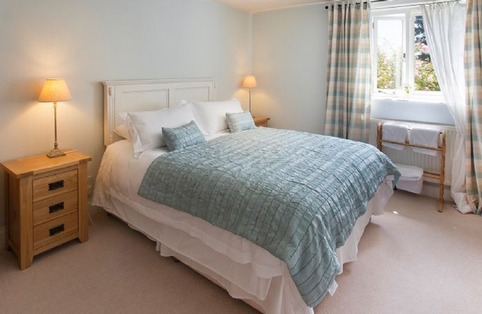Ground floor:  Double bedroom with an en-suite shower and wc