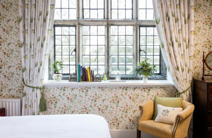 Abercorn Wing First floor: Sweet Pea double bedroom overlooking the Castle Parkland