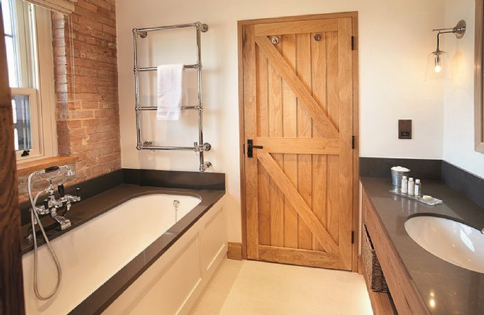 Exeter Wing: Bedroom one has an en-suite bathroom with separate walk in shower