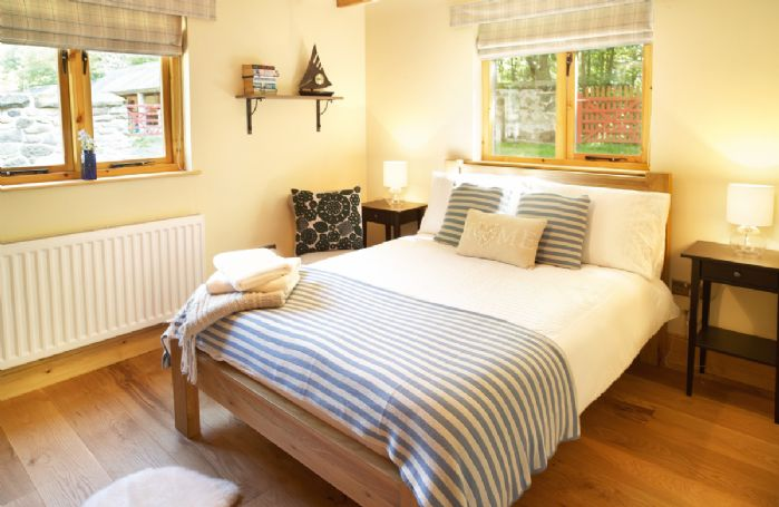 Ground floor: Double bedroom with 4'6 bed with en suite shower room