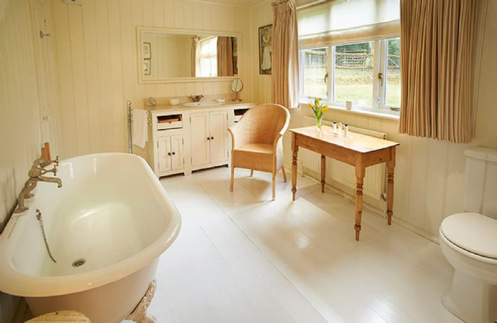 Ground floor:  Bathroom with wc, bath & spray attachment