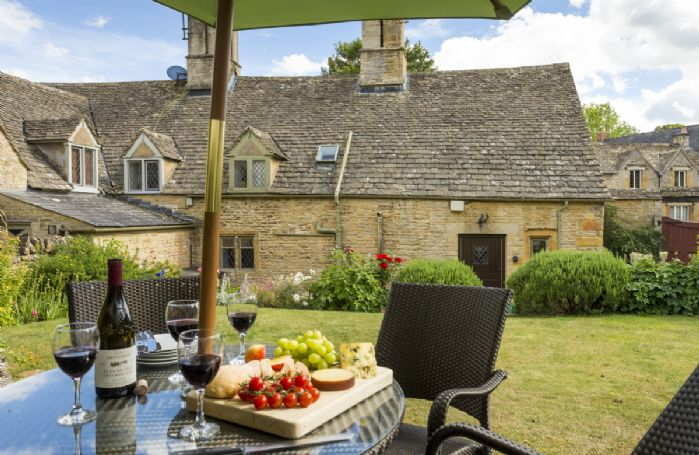 Rosemary Cottage with accommodation for 5 guests has a large charming enclosed rear garden to enjoy alfresco entertaining