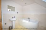 Thumbnail Image - The ensuite bathroom to the principal bedroom
