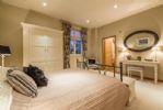 Ground floor: Master bedroom with 5' King-size bed and en-suite bathroom