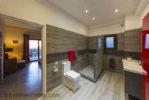 Large Modern En-Suite