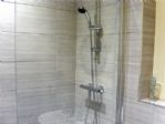 ... with shower over the bath and glass shower screen ..