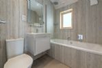 The Watch Room: En-suite bathroom to the master bedroom