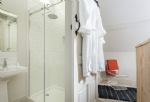 The Stables: En-suite shower room