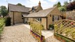 StayCotswold - Gable Cottage - Outside Gravel Garden Space