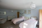 Twin room with freestanding cot
