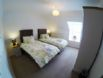 Hillview Cottage - Bedroom with Zip Beds